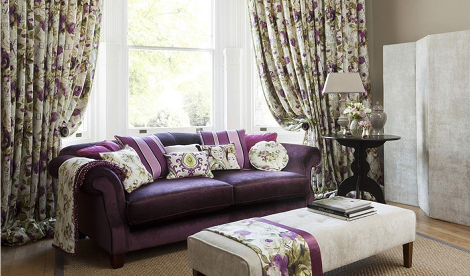 Красивые шторы в гостиную в традиционном английском стиле добавят юут и камерность.