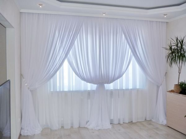 белые шторы из вуали для зала