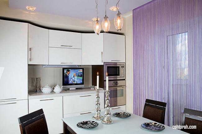 Сиреневые шторы-нити на кухню
