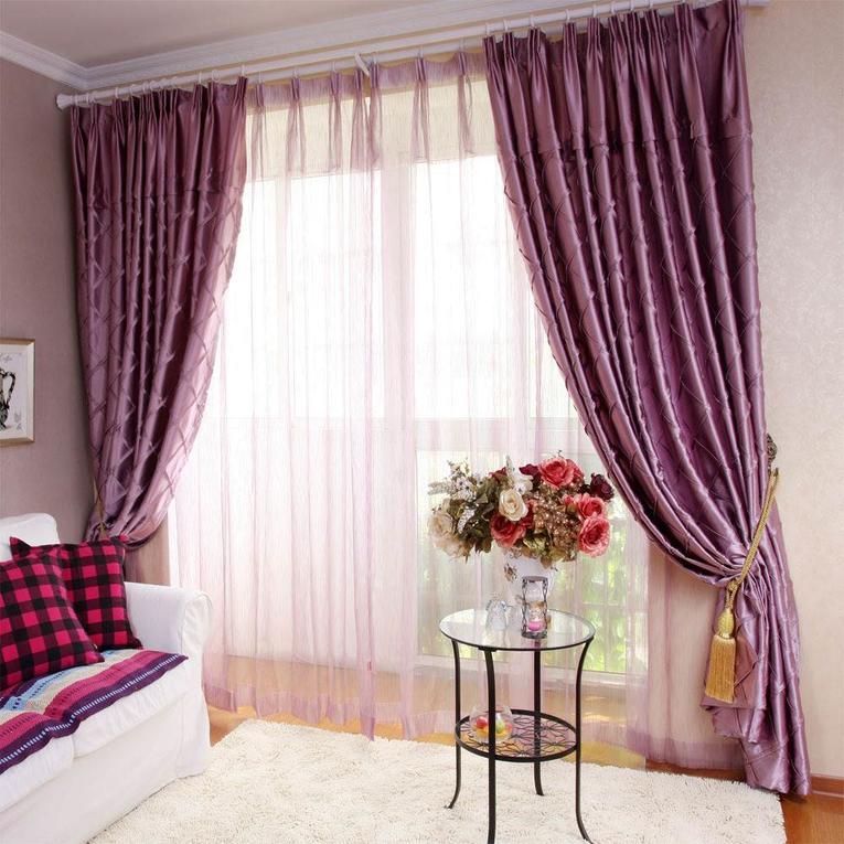 Фиолетовые портьеры в гостиной