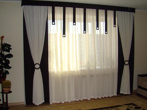 Черно-белый дизайн зала, гостиной или кухни совершенно не ограничивает плод фантазии