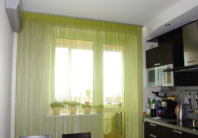 оформление шторами окон на кухне фото