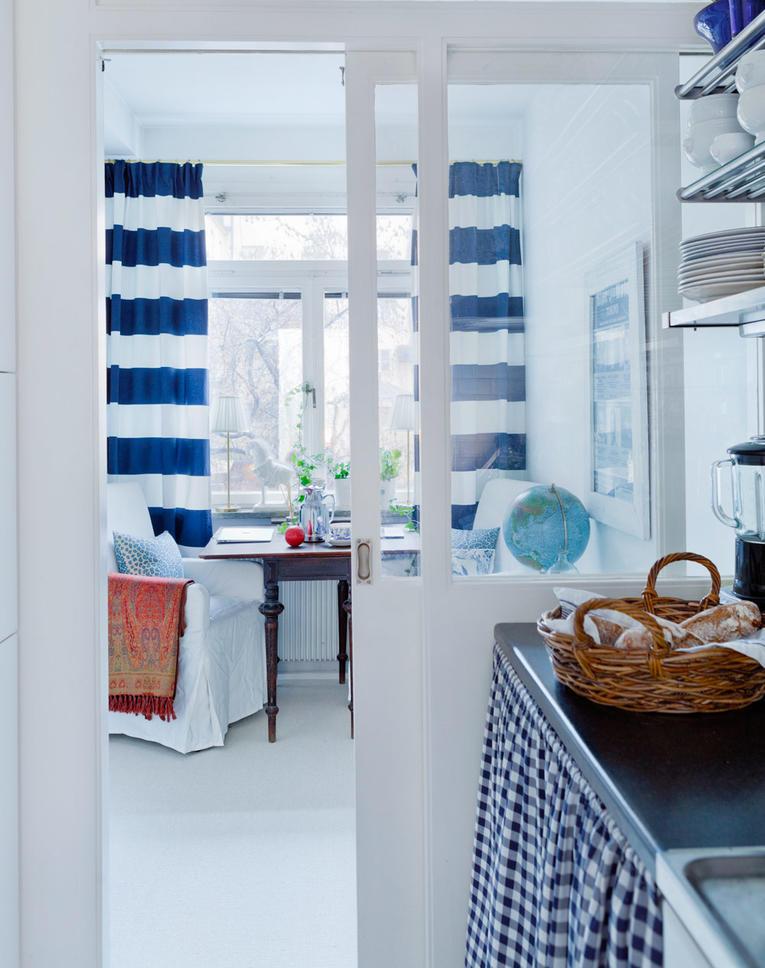 синие и желтые шторы
