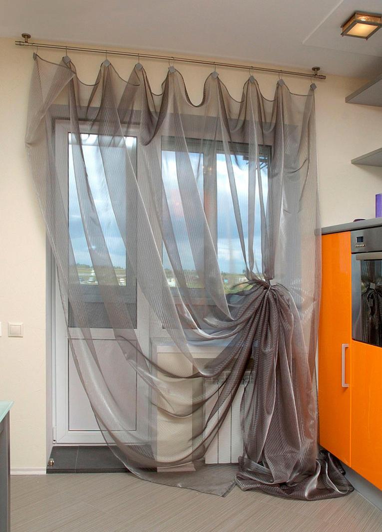 Vorhänge für die Küche, um die Balkontür