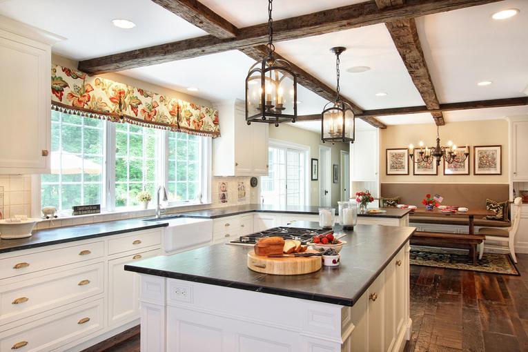Подбираем шторы для кухни в стиле