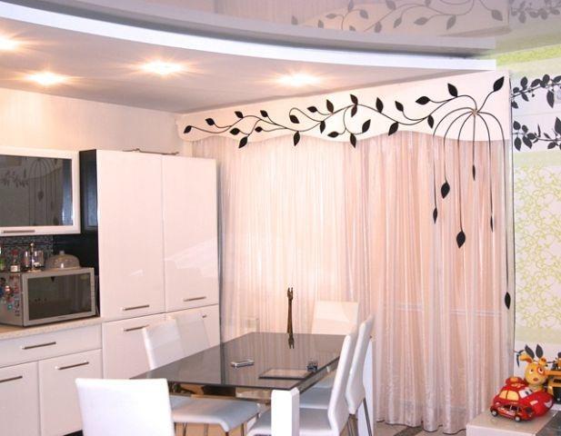 Ламбрекен для штор на кухню: 20 фото с примерами