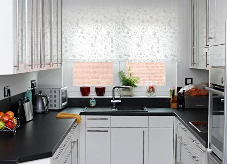 Длинные шторы на кухню
