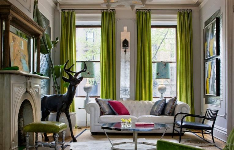 Зеленые портьеры в гостиной