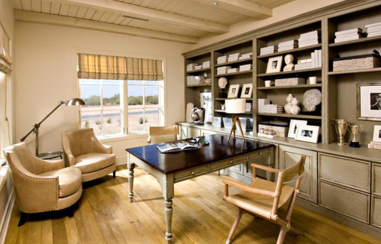 Римские шторы в кабинет со светлым интерьером в классическом стиле.