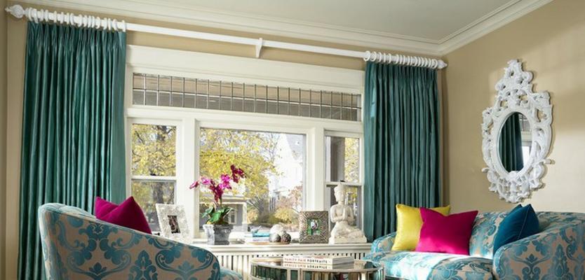 Бирюзовые шторы в интерьере